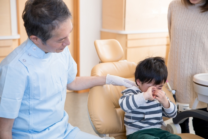 子どもが前歯をぶつけたかも?痛いと訴えるなら早急な対処が必要