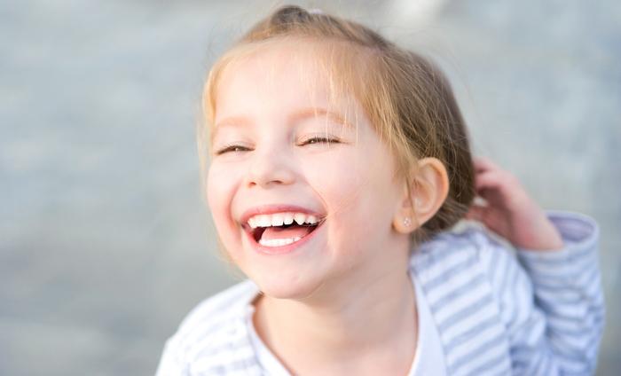 歯並びが綺麗なだけで得する6つのメリットとは?綺麗な歯並びの条件や歯列不正のリスクについて